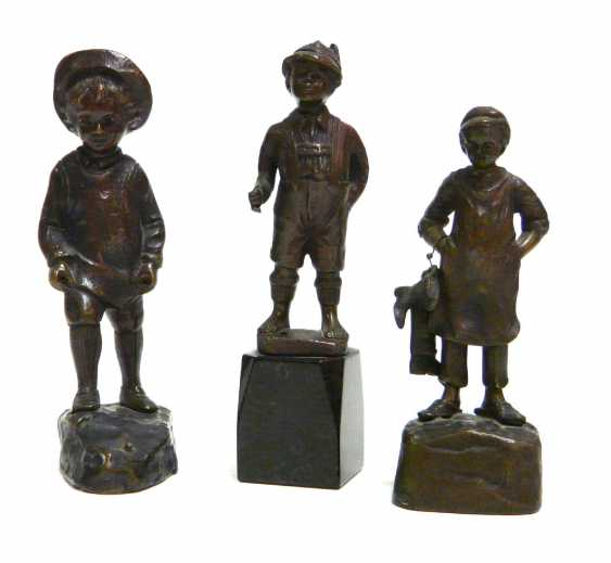 Three small bronze figures of boys (u. a. Julius Paul Schmidt - Felling) - photo 1