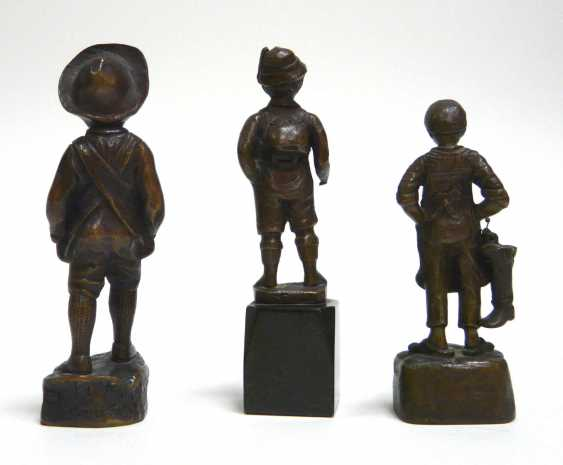 Three small bronze figures of boys (u. a. Julius Paul Schmidt - Felling) - photo 2