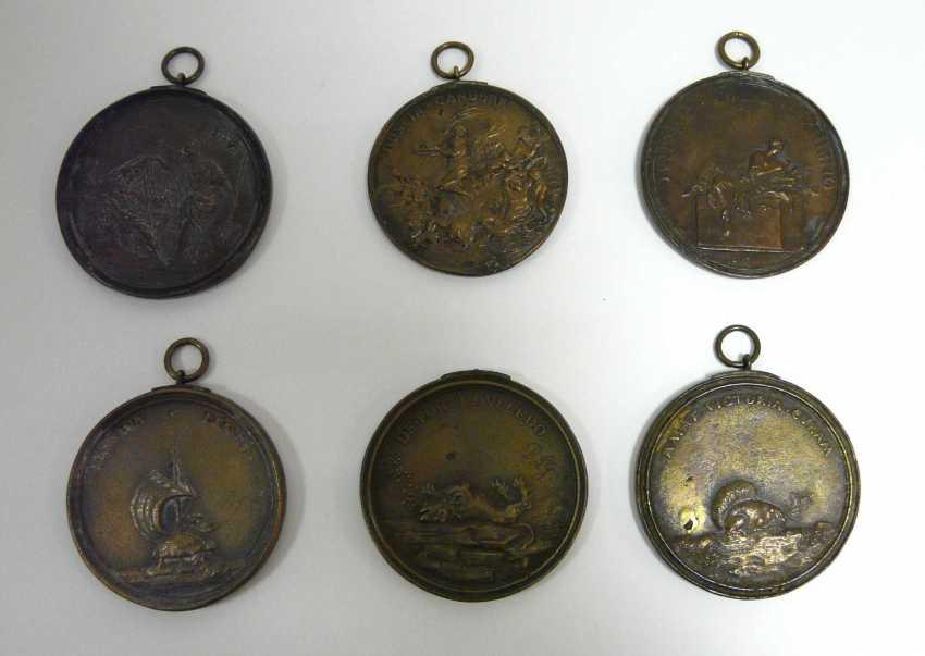 Sechs Bronze - Plaketten , u. a. (n. ?) Massimiliano Soldani - photo 1