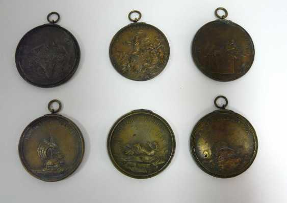 Sechs Bronze - Plaketten , u. a. (n. ?) Massimiliano Soldani - photo 2