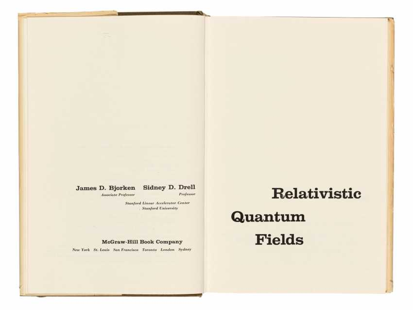Hawking's copies (one signed with initials) of two texts on Quantum Field Theory, - photo 3