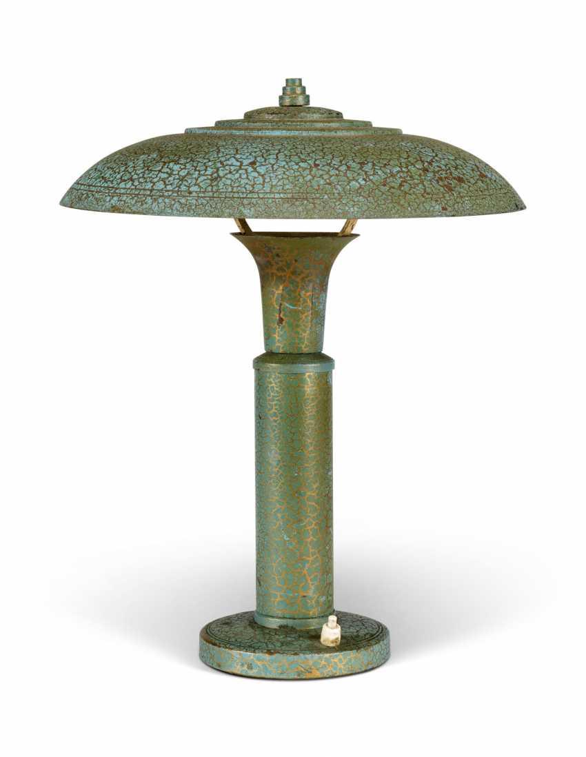 A GREEN CRAZE-DECORATED METAL LAMP - photo 1
