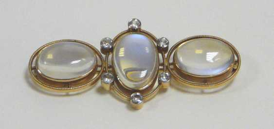 Brooch with moon stones and diamonds - photo 1