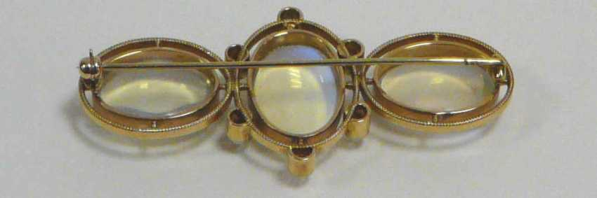 Brooch with moon stones and diamonds - photo 2