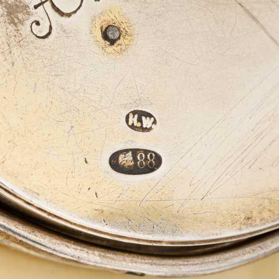 A GUILLOCHÉ ENAMEL AND SILVER-MOUNTED DESK CLOCK - photo 4