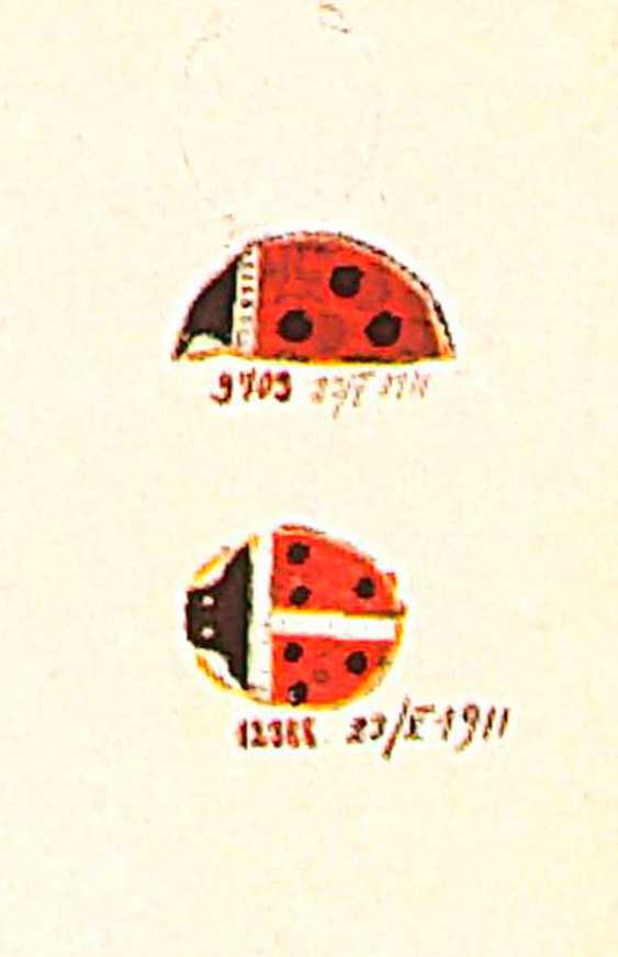 A JEWELLED GUILLOCHÉ AND CHAMPLEVÉ ENAMEL GOLD BROOCH IN THE FORM OF A LADYBIRD - photo 3