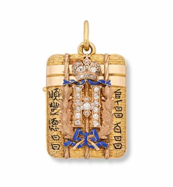 A RARE JEWELLED AND CHAMPLEVÉ ENAMEL TWO-COLOUR GOLD IMPERIAL PRESENTATION PENDANT LOCKET - photo 1