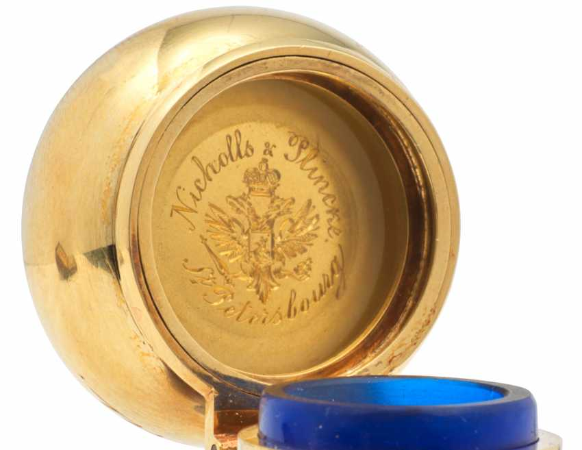 A GOLD-MOUNTED COBALT BLUE GLASS SCENT BOTTLE - photo 3