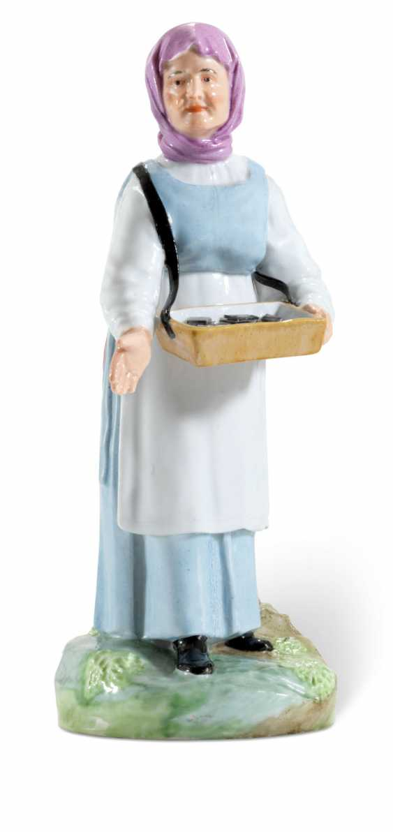 A PORCELAIN FIGURE OF A POPPY COOKIE VENDOR FROM THE 'VENDORS AND CRAFTSMEN' SERIES - photo 1