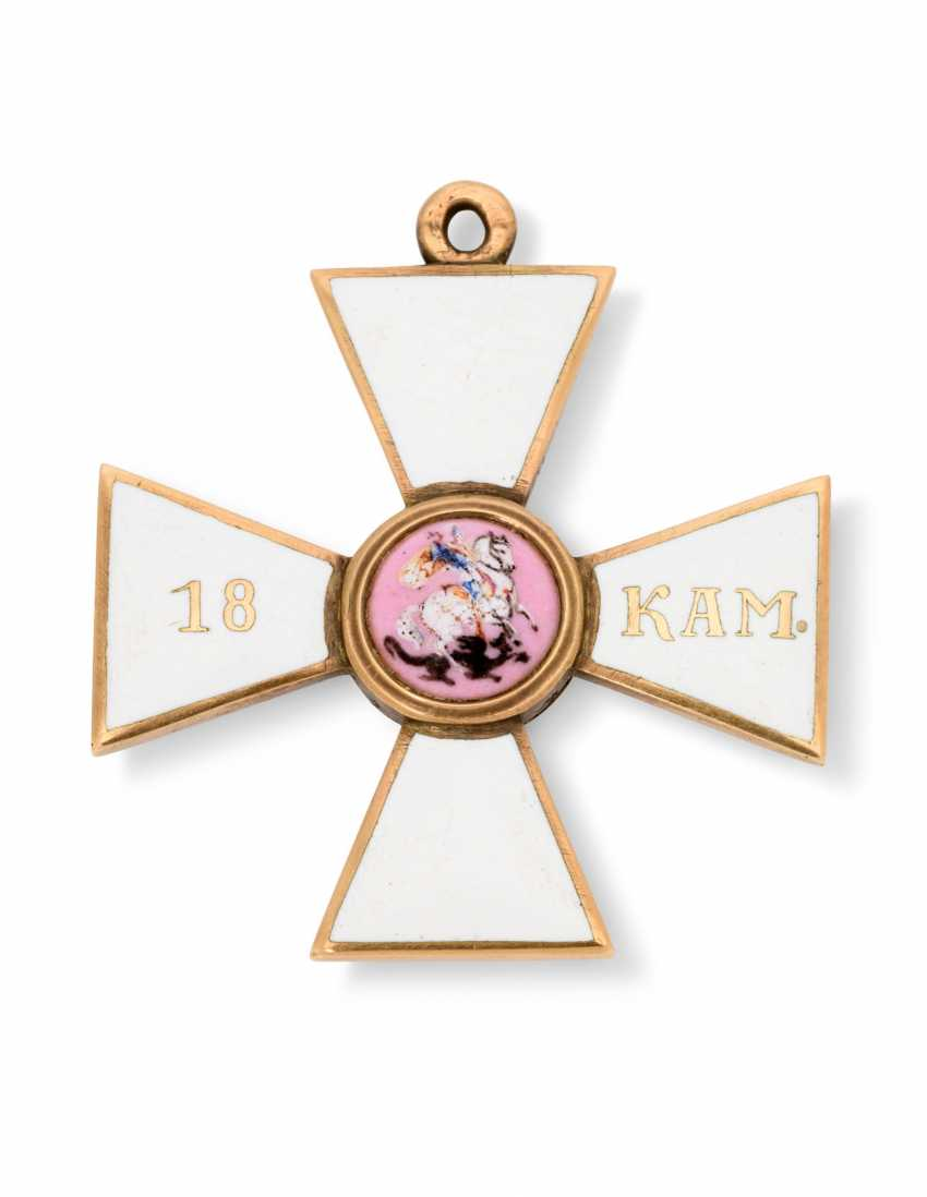 A RARE GOLD AND ENAMEL CROSS OF THE ORDER OF ST GEORGE, FOURTH CLASS, FOR 18 CAMPAIGNS AT SEA - photo 1
