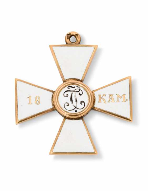 A RARE GOLD AND ENAMEL CROSS OF THE ORDER OF ST GEORGE, FOURTH CLASS, FOR 18 CAMPAIGNS AT SEA - photo 2