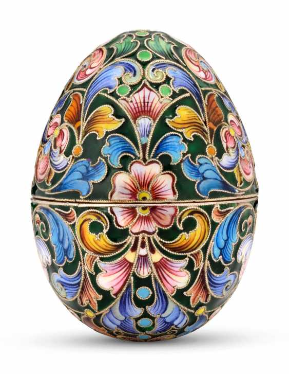 A CLOISONNÉ ENAMEL SILVER-GILT EASTER EGG - photo 1