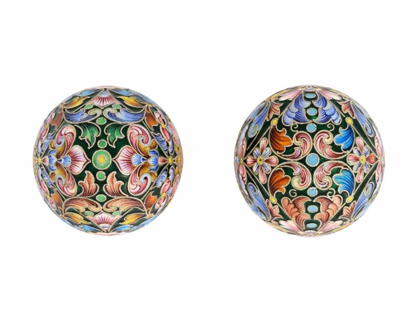A CLOISONNÉ ENAMEL SILVER-GILT EASTER EGG - photo 4