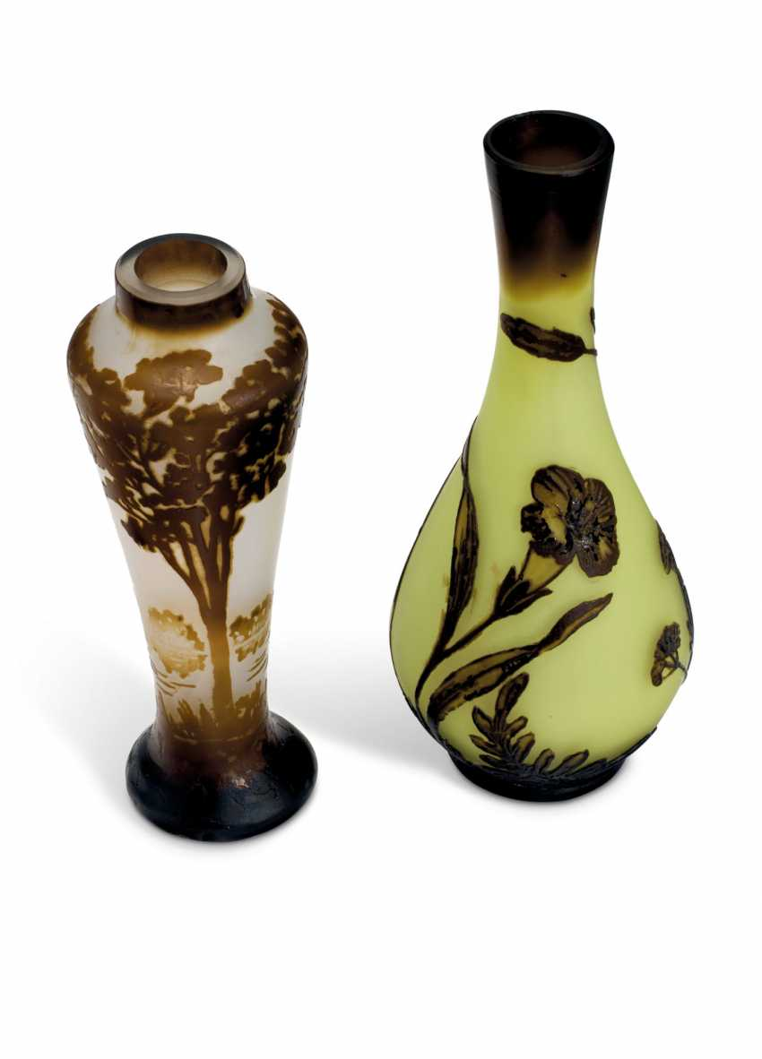 TWO MINIATURE CAMEO GLASS VASES - photo 2