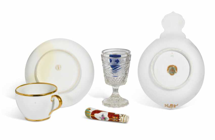A GROUP OF PORCELAIN AND GLASS TABLEWARES - photo 2