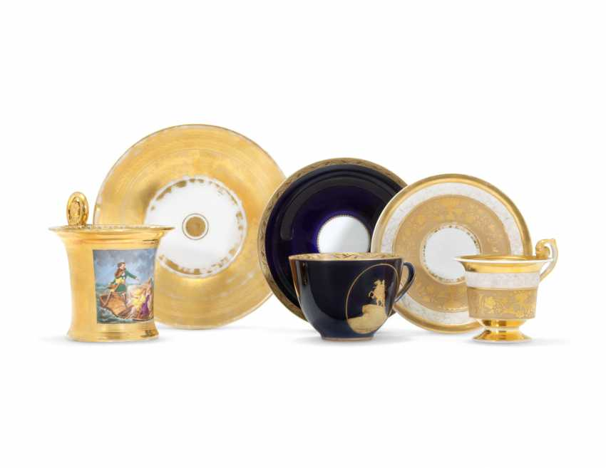 THREE PORCELAIN CUPS AND SAUCERS - photo 1