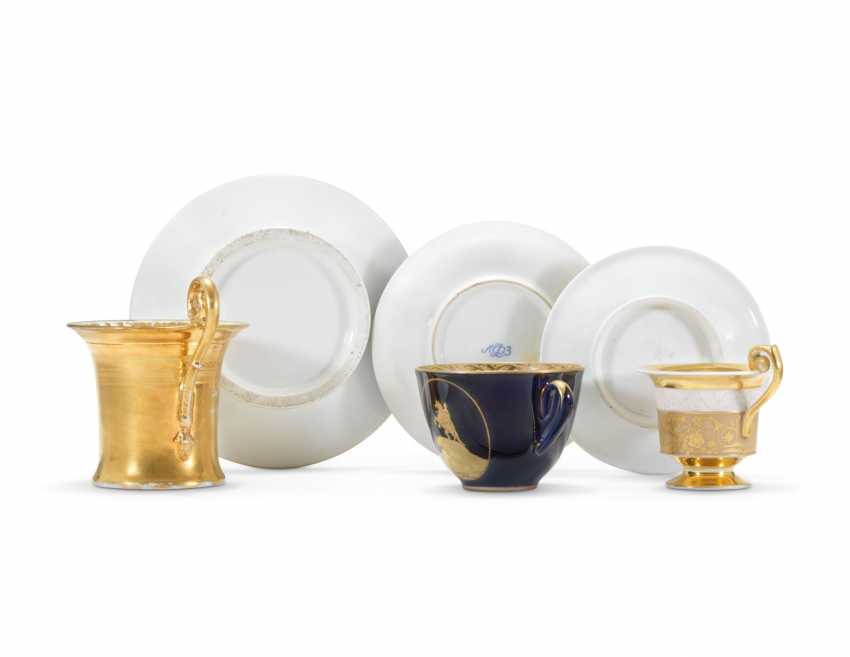 THREE PORCELAIN CUPS AND SAUCERS - photo 2