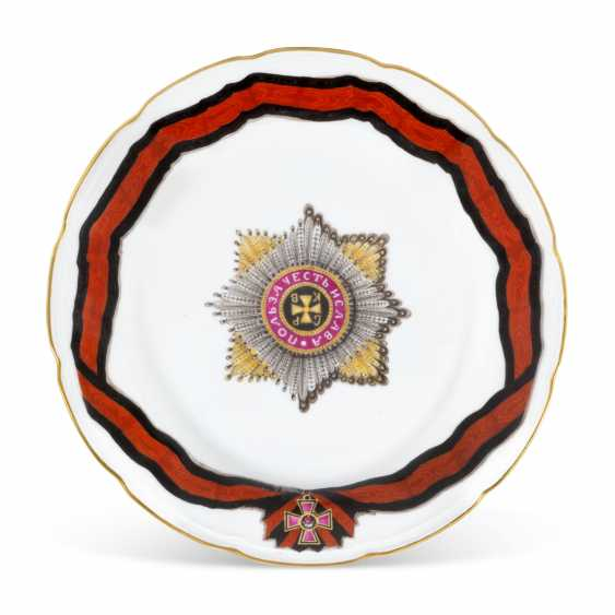 A PORCELAIN DINNER PLATE FROM THE SERVICE OF THE ORDER OF ST VLADIMIR - photo 1