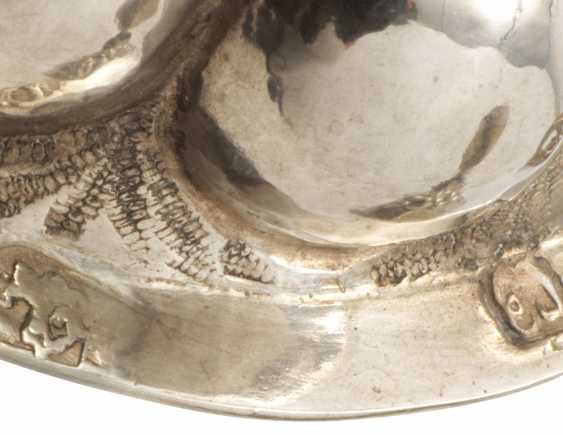 A PARCEL-GILT SILVER CHALICE AND TWO PARCEL-GILT SILVER CUPS AND COVERS - photo 2