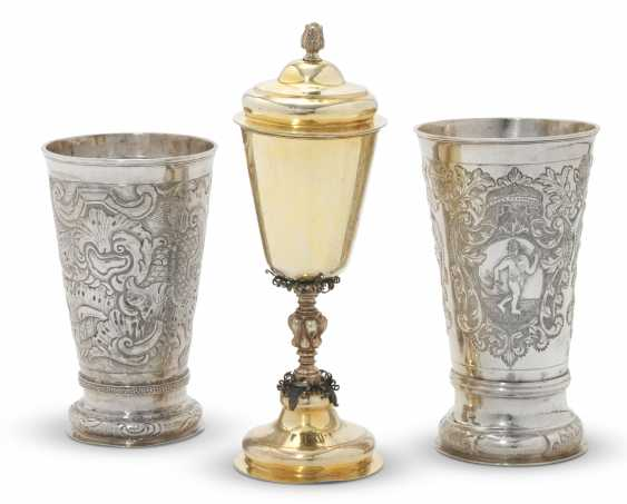TWO SILVER BEAKERS AND A PARCEL-GILT SILVER CUP AND COVER - photo 1