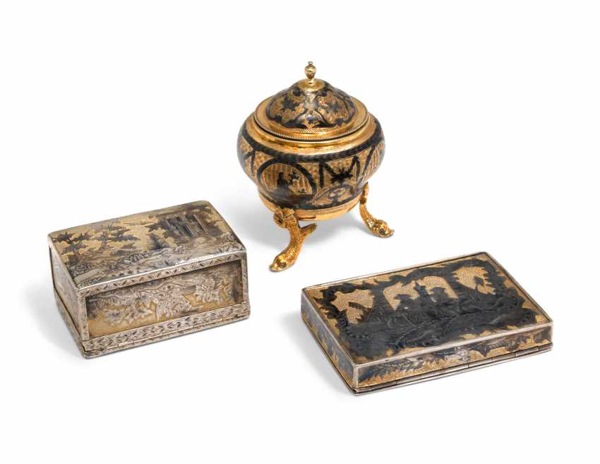 A SILVER-GILT AND NIELLO SALT CELLAR AND TWO SNUFF BOXES - photo 2