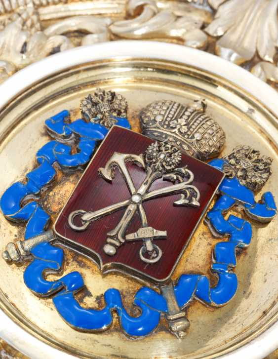 A LARGE SILVER-GILT AND ENAMEL IMPERIAL PRESENTATION CHARGER - photo 2