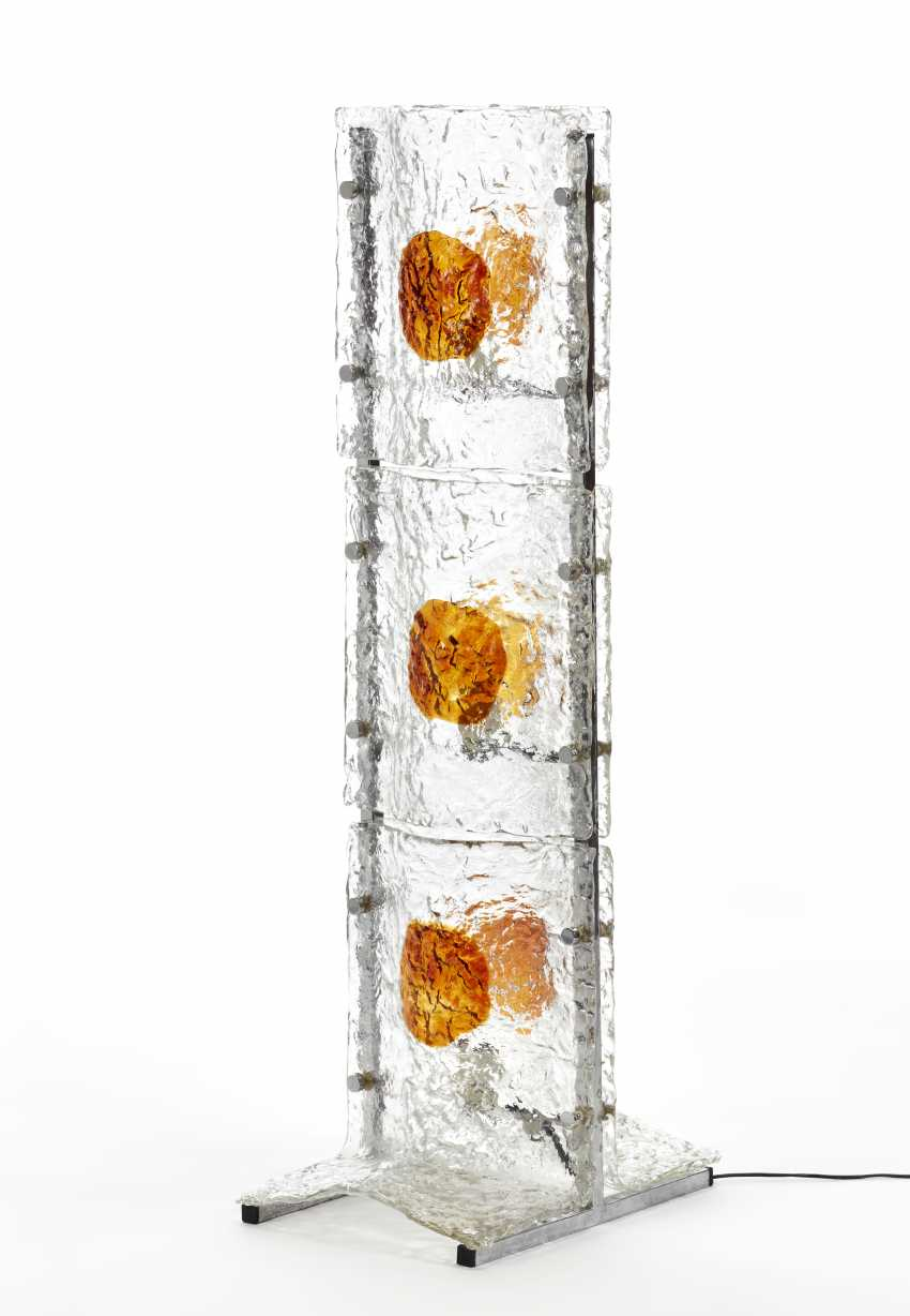 (Attributed) | Floor lamp with three lights with steel structure and panels in corrugated transparent colorless and amber glass - photo 1