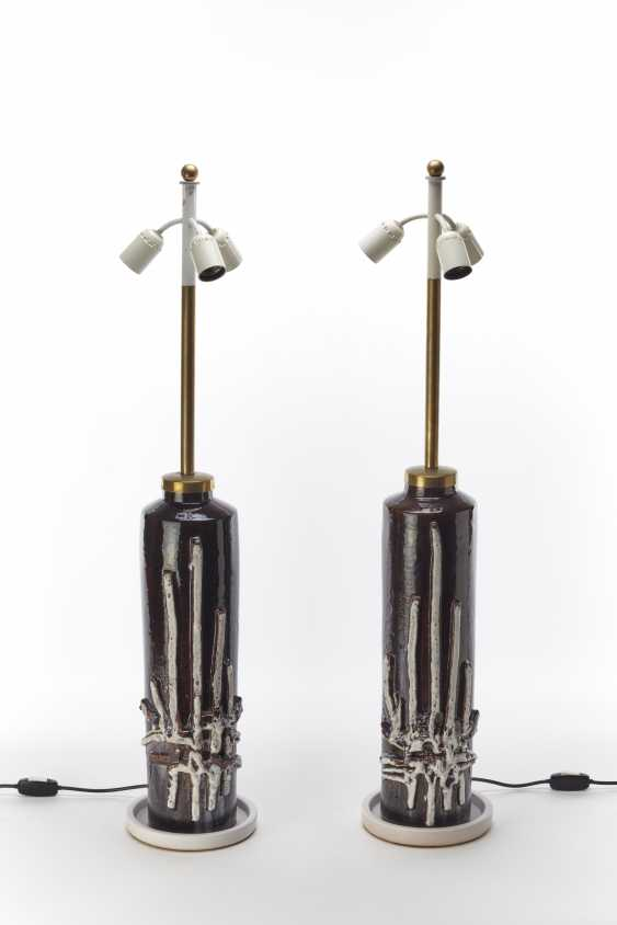 Pair of three-light table lamps with structure in natural brass and painted white - photo 1