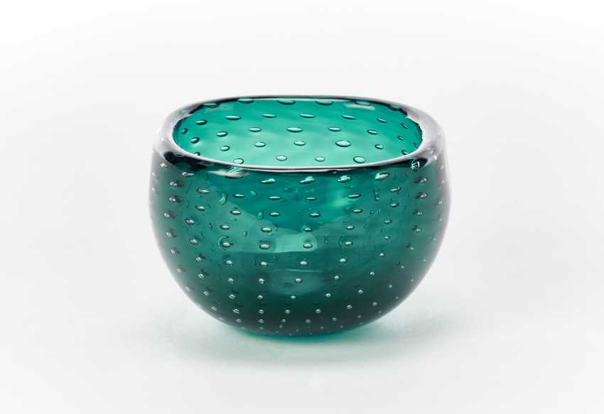 Transparent green sommerso glass bowl with inclusion of bubbles arranged regularly with rounded quadrangular rim - photo 1