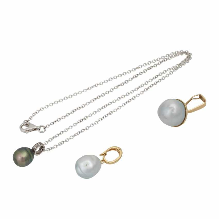 Chain with 3 different pearl pendants, - photo 1