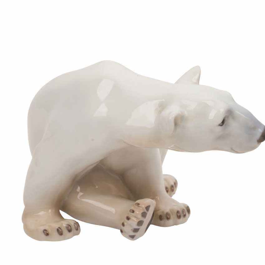 "ROYAL COPENHAGEN / BING & GRONDAHL porcelain group of ""seated polar bear"", ""the end of the game polar bear young"", ""young reclining polar bear"" - photo 3"