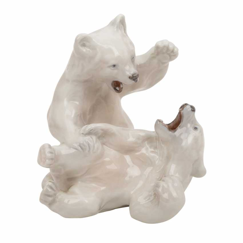 "ROYAL COPENHAGEN / BING & GRONDAHL porcelain group of ""seated polar bear"", ""the end of the game polar bear young"", ""young reclining polar bear"" - photo 4"