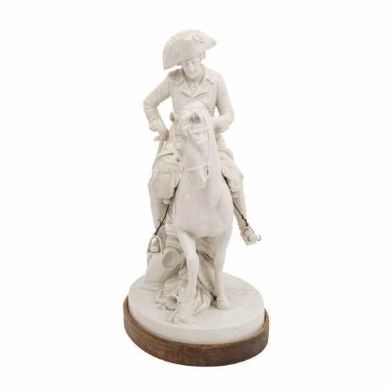 """OLDEST VOLKSTEDT porcelain manufactory, porcelain figurine group """"Frederick the Great on horseback"""" - photo 2"""