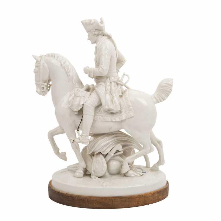 """OLDEST VOLKSTEDT porcelain manufactory, porcelain figurine group """"Frederick the Great on horseback"""" - photo 3"""