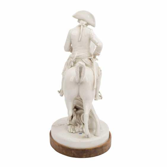 """OLDEST VOLKSTEDT porcelain manufactory, porcelain figurine group """"Frederick the Great on horseback"""" - photo 4"""