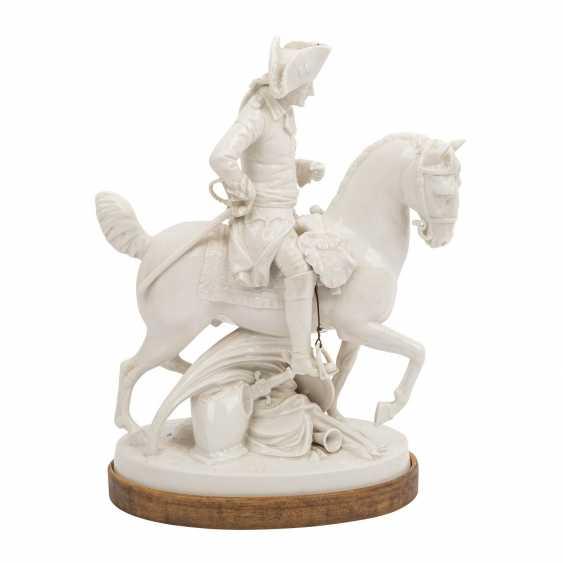 """OLDEST VOLKSTEDT porcelain manufactory, porcelain figurine group """"Frederick the Great on horseback"""" - photo 5"""