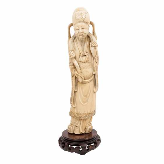 Figure of an Immortal made of ivory. CHINA, 1900-1940. - photo 1