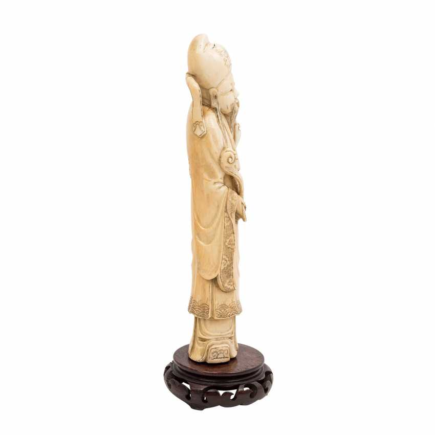 Figure of an Immortal made of ivory. CHINA, 1900-1940. - photo 4