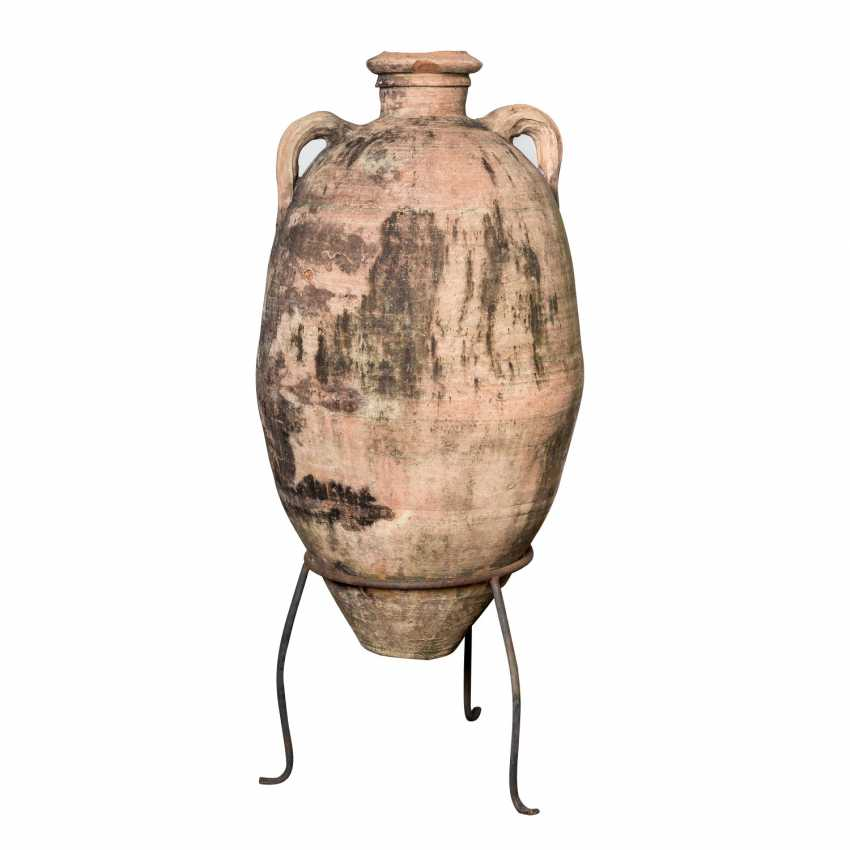 Large wine amphora made of terracotta. TUNISIA. - photo 1