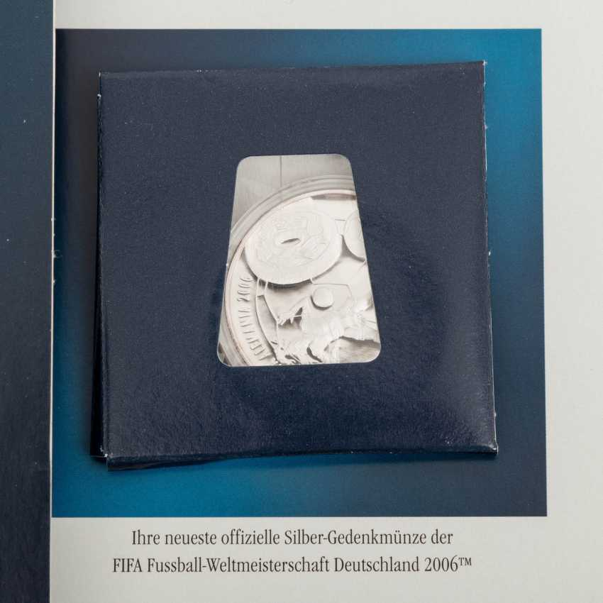 Euro exchange rate rates a special edition with the medal, - photo 2