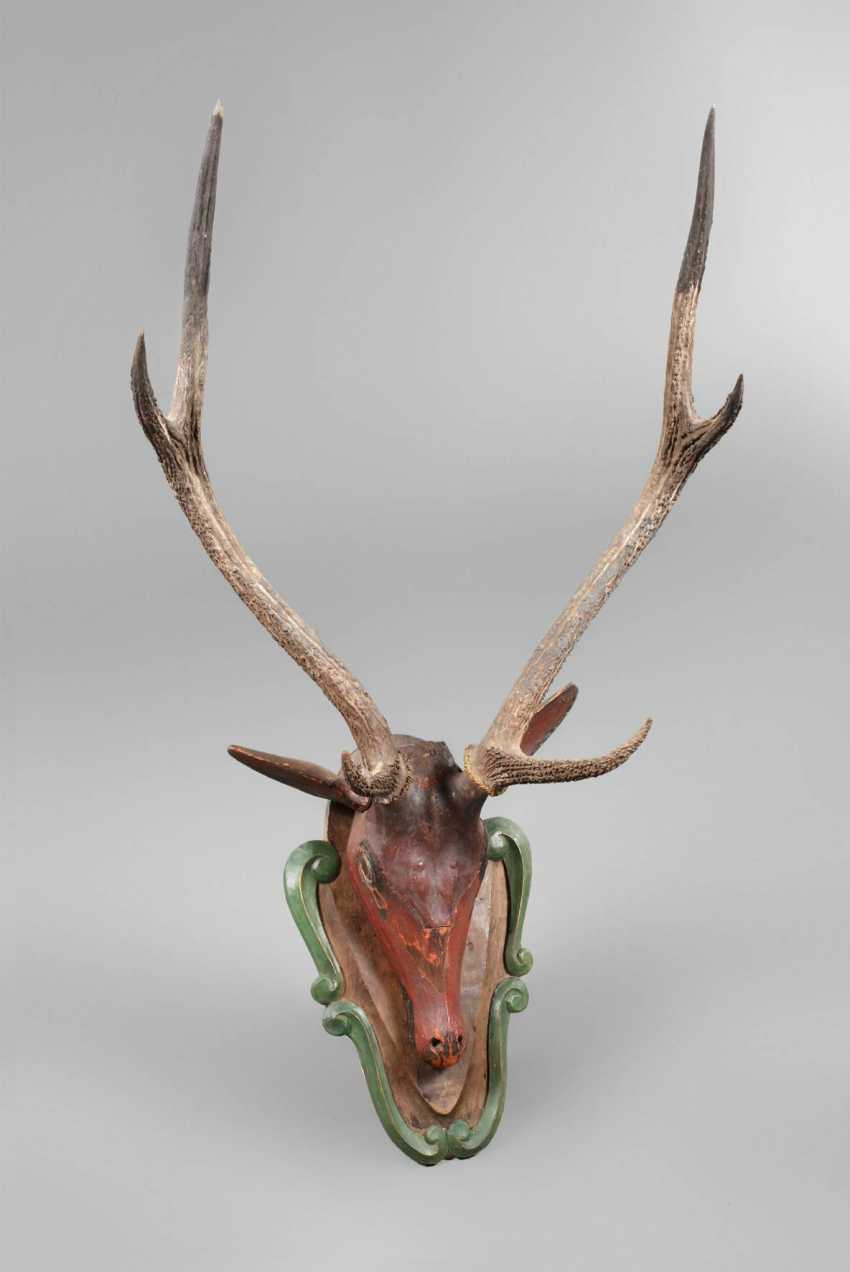 Carved Hunting Trophy - photo 1