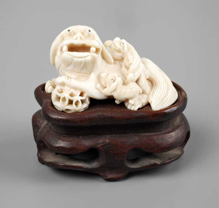 Figural Ivory Carving - photo 1