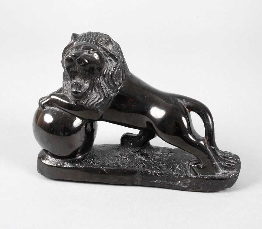Lion sculpture made of jet - photo 1