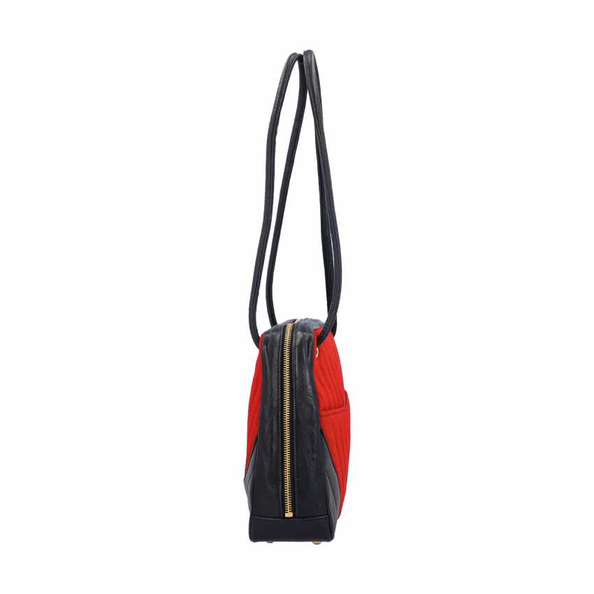"CHANEL VINTAGE shoulder bag ""CHEVRON CHEMICAL FIBER"", in the collection 1989/1991. - photo 3"