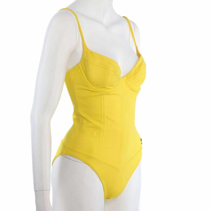 CHANEL VINTAGE swimsuit, Size 38/40. - photo 2