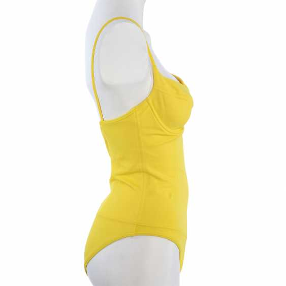 CHANEL VINTAGE swimsuit, Size 38/40. - photo 3