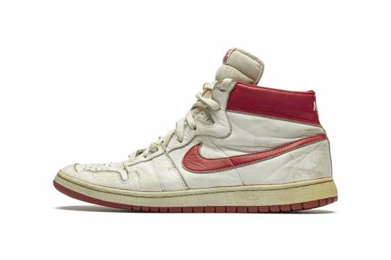 Air Ship, MJ Player Exclusive, Game-Worn Sneaker - photo 2