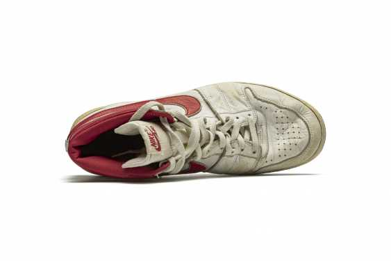 Air Ship, MJ Player Exclusive, Game-Worn Sneaker - photo 5