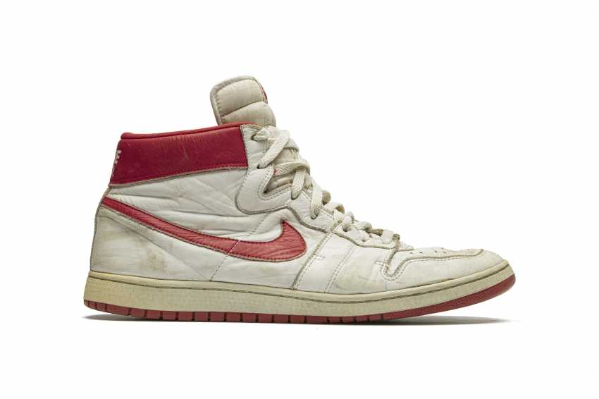 Air Ship, MJ Player Exclusive, Game-Worn Sneaker - photo 7