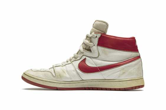 Air Ship, MJ Player Exclusive, Game-Worn Sneaker - photo 8